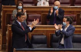 ep el presidente del gobierno pedro sanchez i es aplaudido por la vicesecretaria general del psoe y