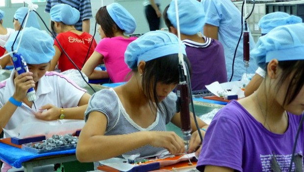 china factory workers manufacturing chinese