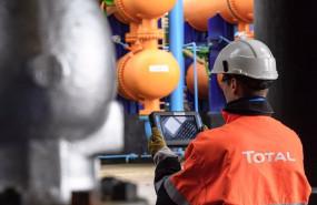 ep archivo   trabajador de la petrolera francesa total