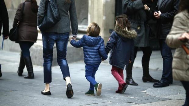 ep gente paseando paseo caminando andando familia ninos nino hermanos padre 20190323113302