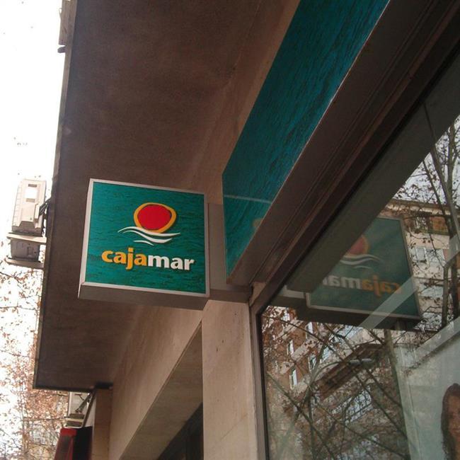 Econom a finanzas cajamar vende una cartera de pr stamos for Oficinas de cajamar en malaga
