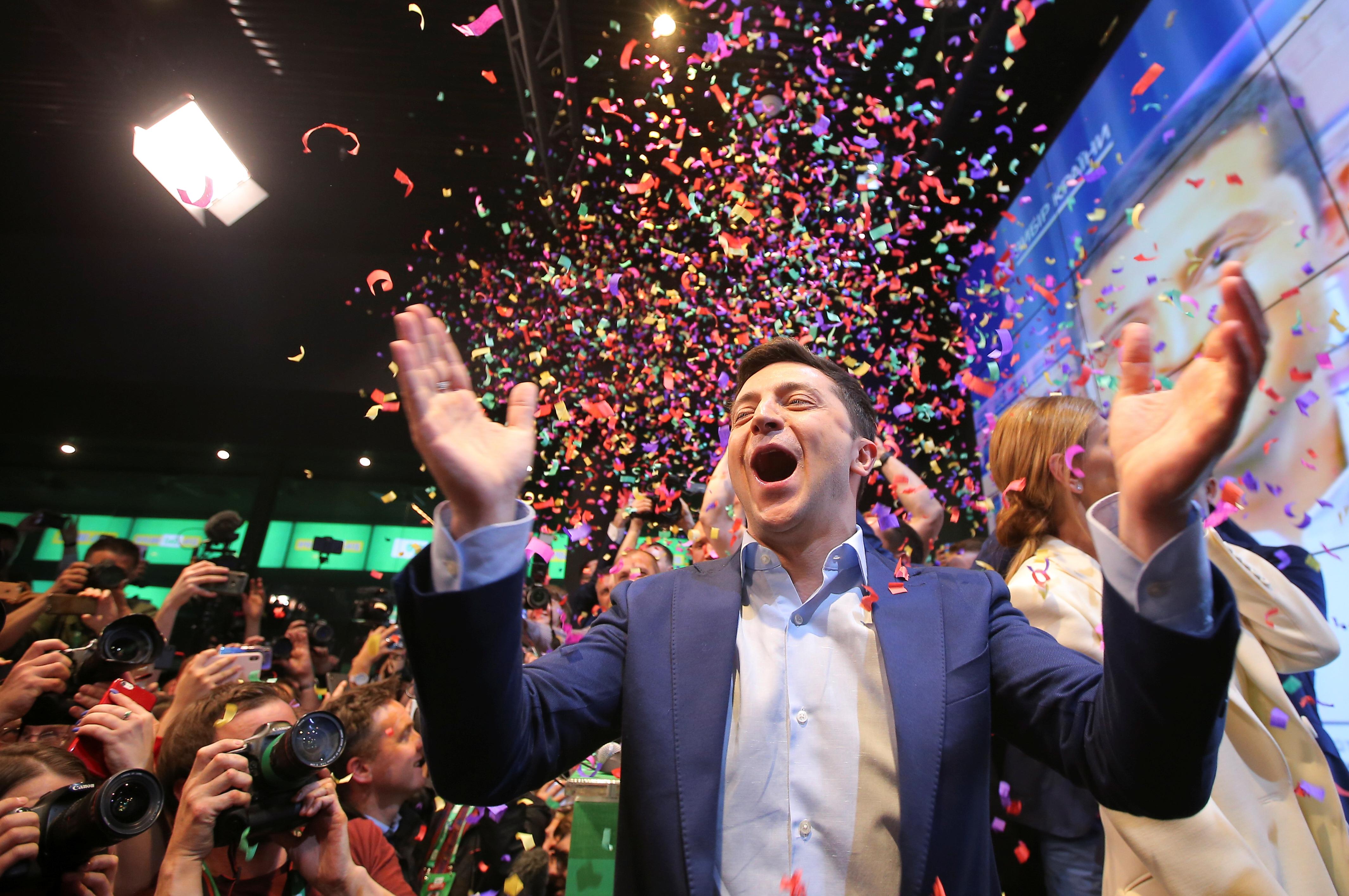 https://img5.s3wfg.com/web/img/images_uploaded/3/6/le-comedien-volodimir-zelenski-remporte-la-presidentielle-en-ukraine.jpg