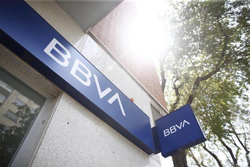ep imagen del nuevo logo del bbva en una oficina del banco en madrid