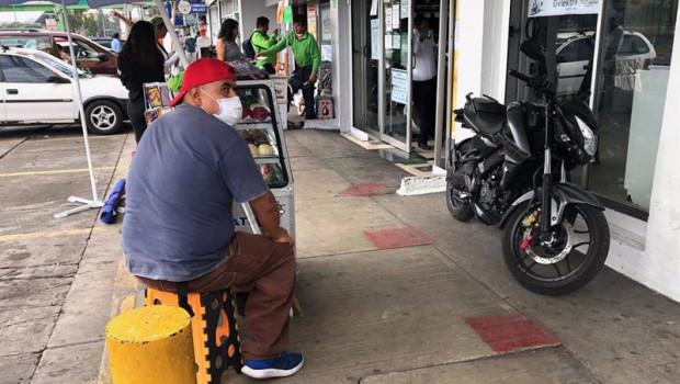 ep archivo - un hombre con mascarilla en ciudad de mexico