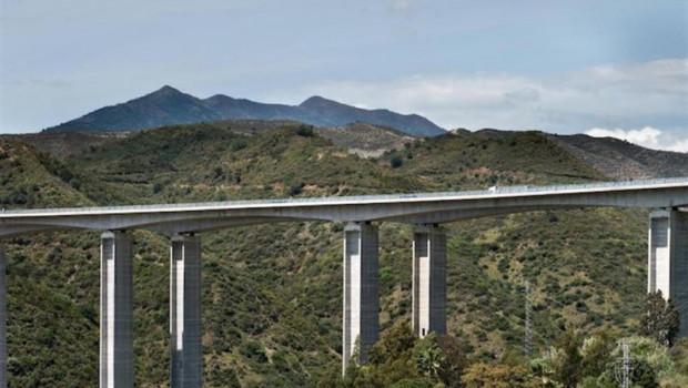 ep economia-amp 3 ferrovialunicaja venden85 deautopista ausol585 millones