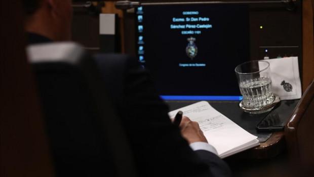ep el presidente del gobierno en funciones pedro sanchez toma notas durante las intervenciones del