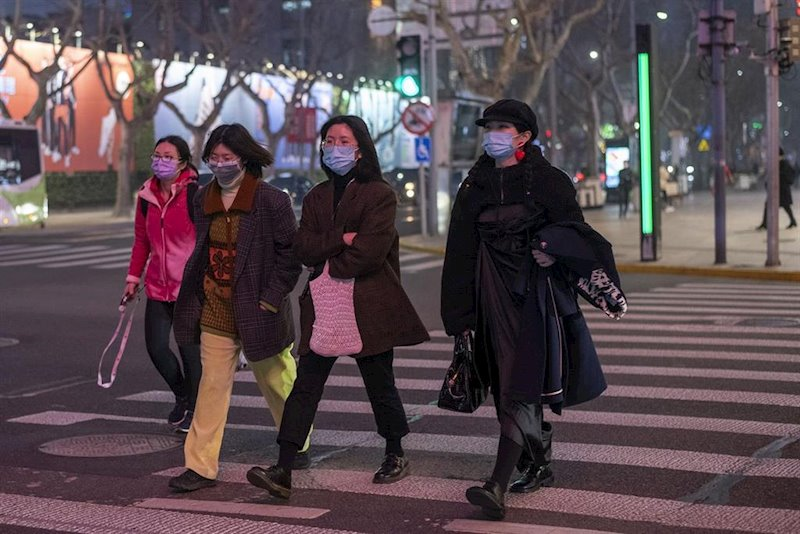 https://img5.s3wfg.com/web/img/images_uploaded/5/9/ep_february_25_2020_-_shanghai_china_pedestrians_wear_surgical_masks_as_protection_against_the.jpg