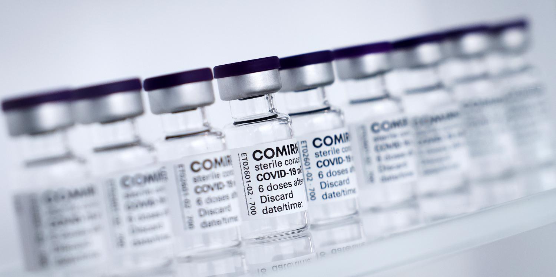 pfizer et biontech deposent une demande dans l ue pour leur vaccin chez les adolescents