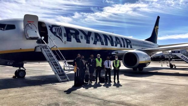 ep avion de ryanair en el aeropuerto de malaga-costa del sol