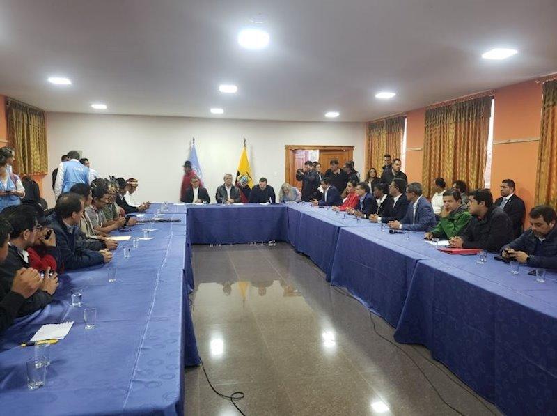 Ecuador.- Comienza el diálogo entre los indígenas y el Gobierno ecuatoriano con una demora de más
