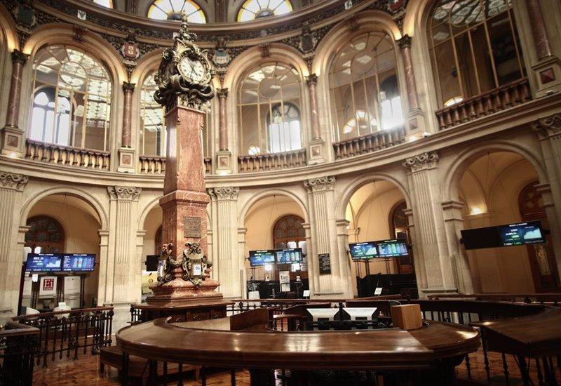 https://img5.s3wfg.com/web/img/images_uploaded/6/7/ep_archivo_-_interior_del_palacio_de_la_bolsa_donde_el_ibex_35_en_madrid_espana.jpg