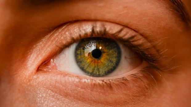 1615918922 eye 26817831280