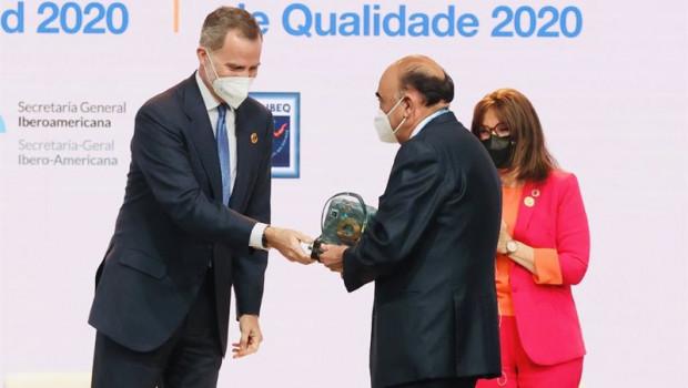 ep el presidente de santander espana luis isasi recoge el premio iberoamericano de la calidad 2020