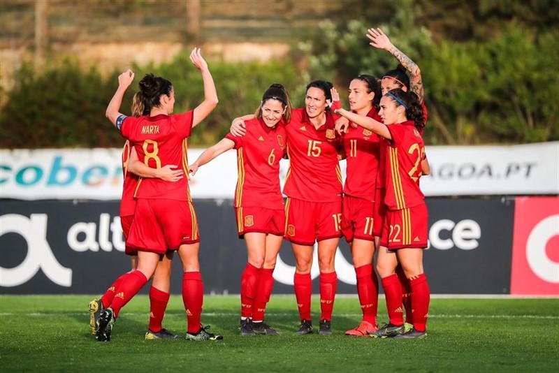 https://img5.s3wfg.com/web/img/images_uploaded/8/a/ep_futbolselecccion-_previa_la_seleccion_buscafrancia_alargargran_saltofutbol_femenino_espanol.jpg