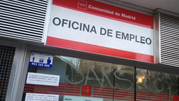 El paro cae en personas en febrero y registra el for Oficina de empleo madrid inem