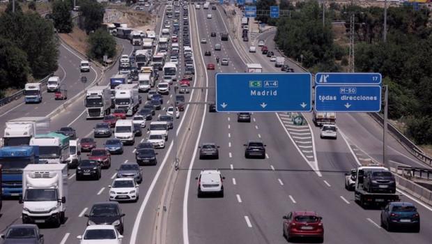 ep trafico de coches en la autovia del sur o a 4