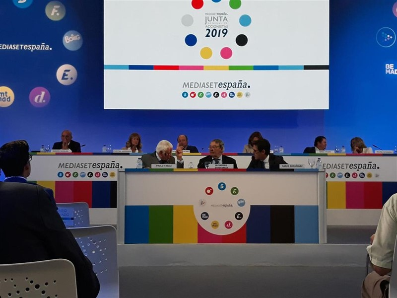https://img5.s3wfg.com/web/img/images_uploaded/b/b/ep_paolo_vasile_consejero_delegado_mediaset_espana_alejandro_echevarria_presidente_y_mario_rodriguez.jpg