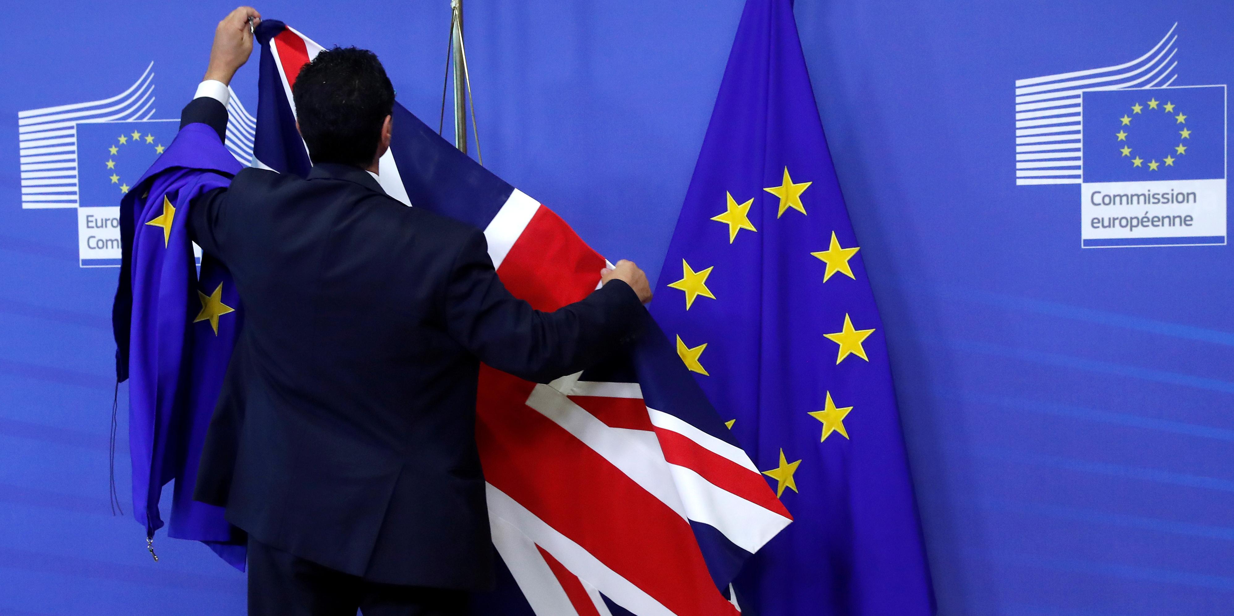 brexit-royaume-uni-union-europeenne-commission-bruxelles-parlement-drapeau