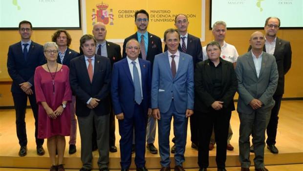ep el ministro de ciencia innovacion y universidades en funciones pedro duque con representantes de