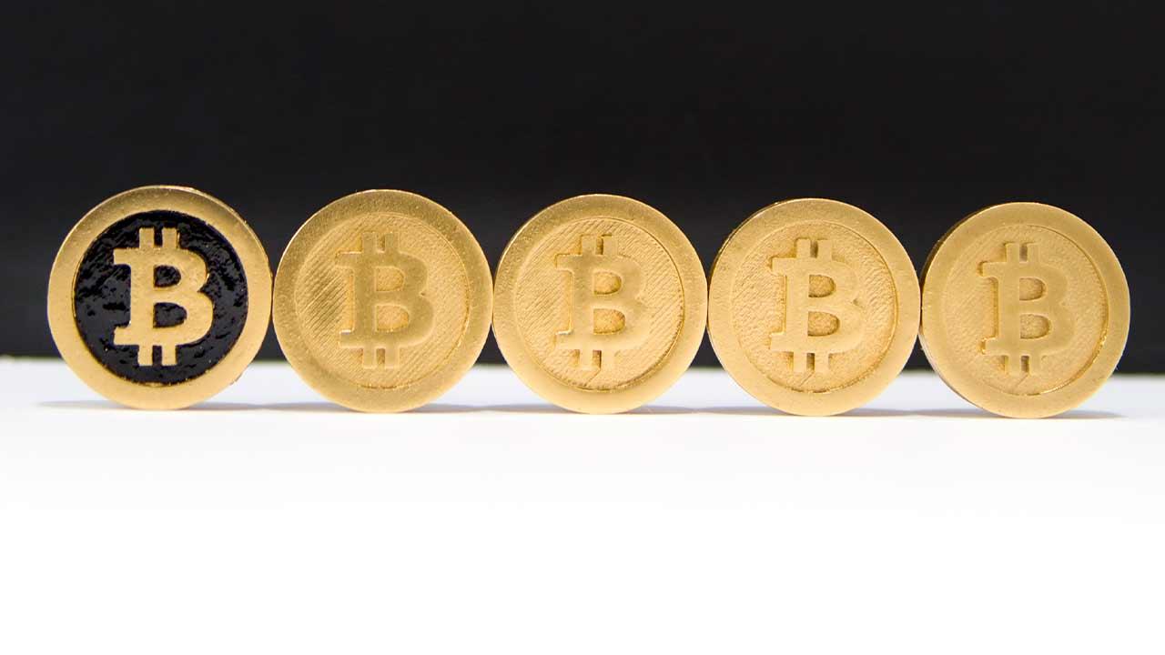 https://img5.s3wfg.com/web/img/images_uploaded/d/e/fila-monedas-bitcoin.jpg