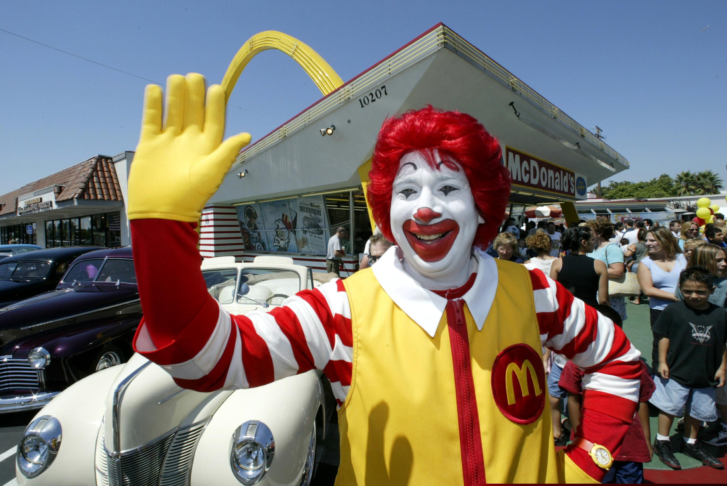 trois-encadrants-travaillant-dans-des-fast-food-mcdonald-s-ont-ete-condamnes-pour-avoir-mis-en-place-un-vaste-systeme-de-corruption